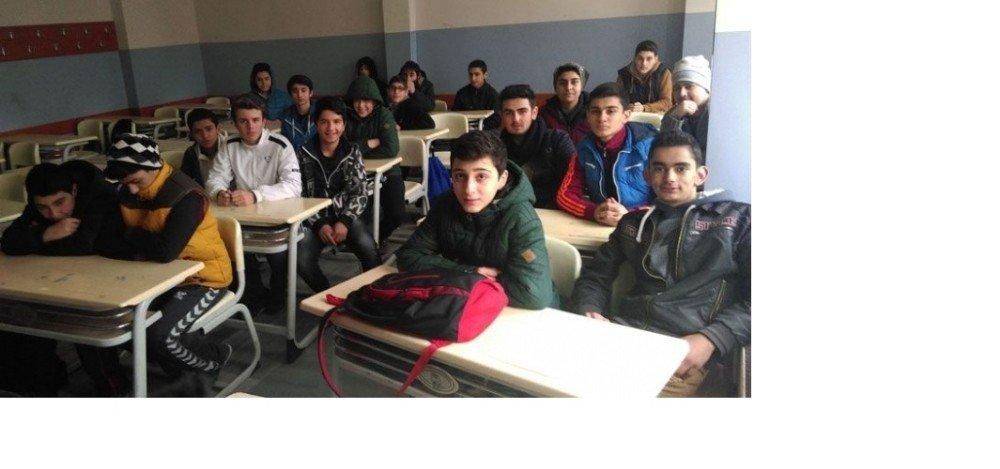 Bursa'da Öğrenciler Donuyor