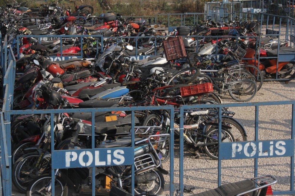 Adana'da Bombalı Motosiklet Alarmı