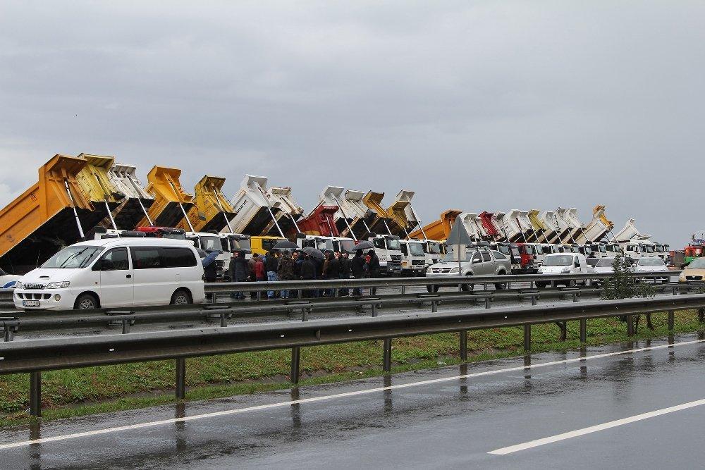 Havalimanı İnşaatı Önünde Kamyoncu Eylemi