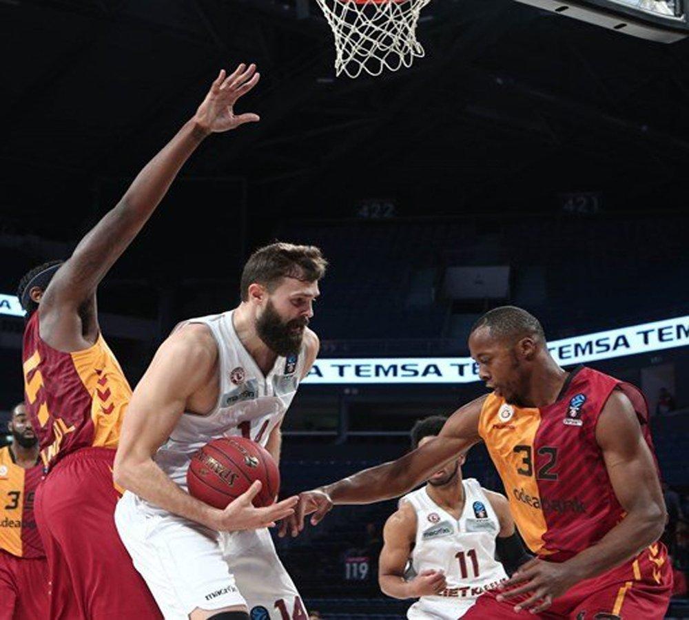 Galatasaray Odeabank Son Çeyrekte Yıkıldı