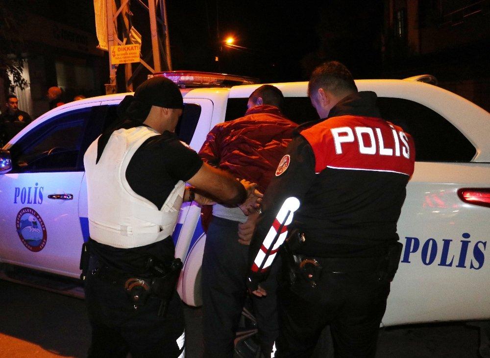 Torbacıyı Gözaltına Alan Polise Saldırı