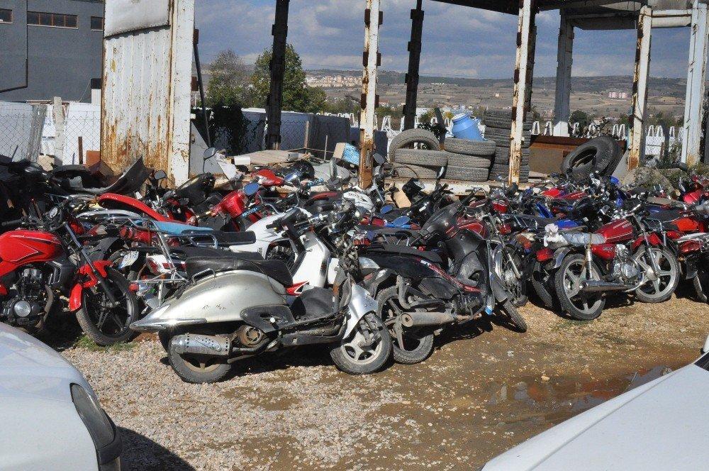 Araçlar Otoparklarda Çürüyor