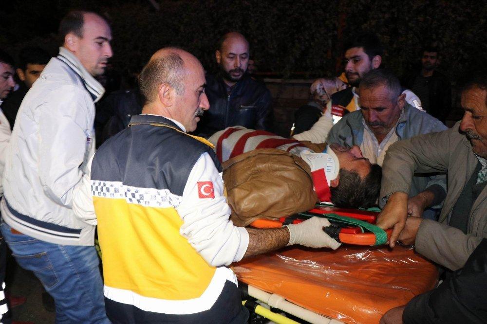 3 İşçi Servisi Çarpıştı: 21 Yaralı