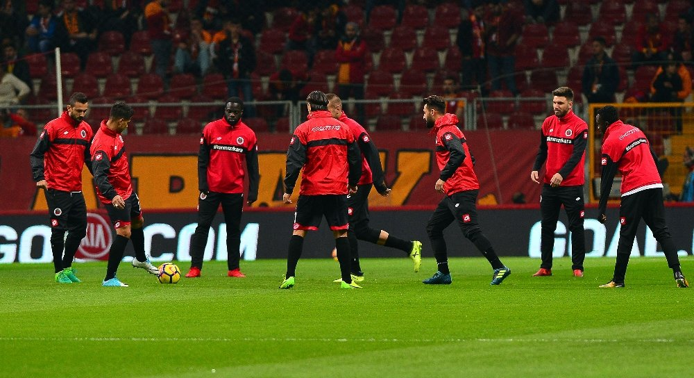 Galatasaray, Gençlerbirliği Maçına Çift Forvet Başlayacak