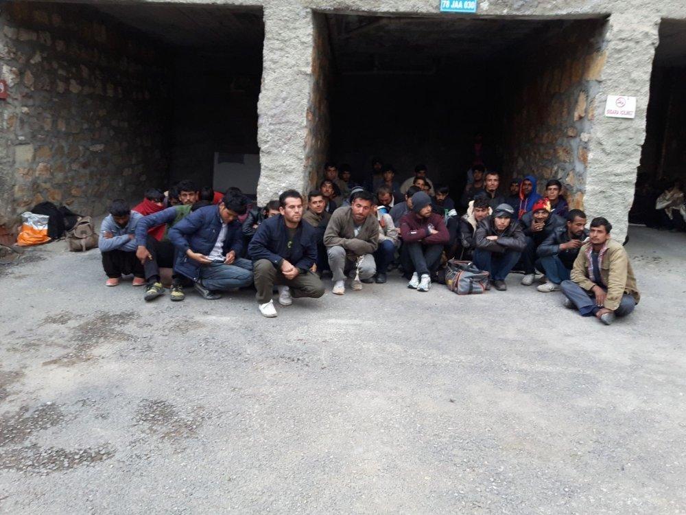 45 Kişilik Otobüsten 78 Mülteci Çıktı