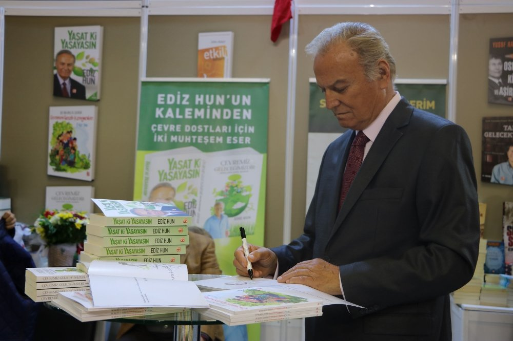 Ediz Hun Tüyap'ta Okuyucularıyla Buluştu