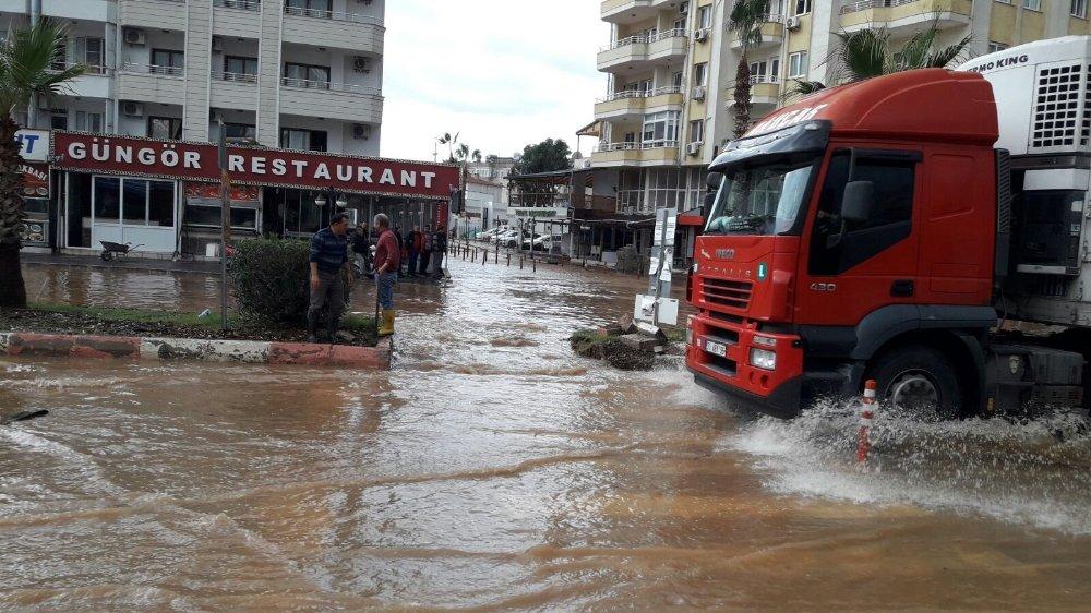 Mersin'de Yağışlar Sele Neden Oldu