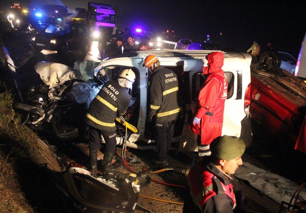 5 Araç Birbirine Girdi: 1 Ölü, 7 Yaralı
