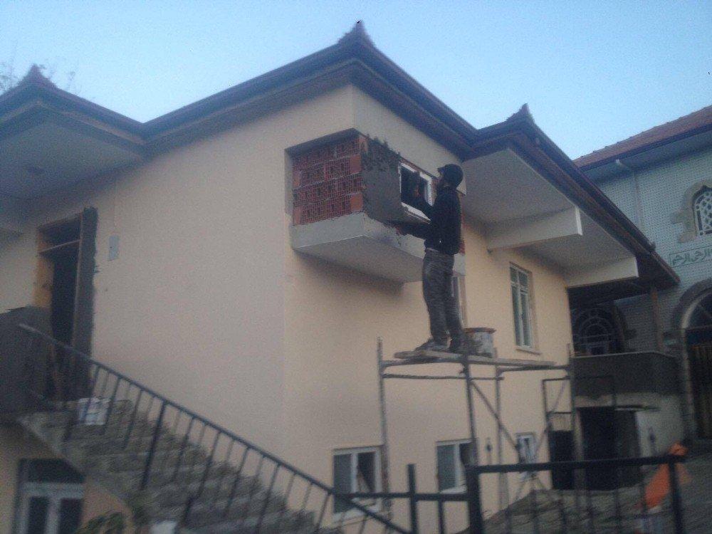 Körfez Belediyesi'nden Köylerdeki Kamu Binalarına Tadilat Desteği