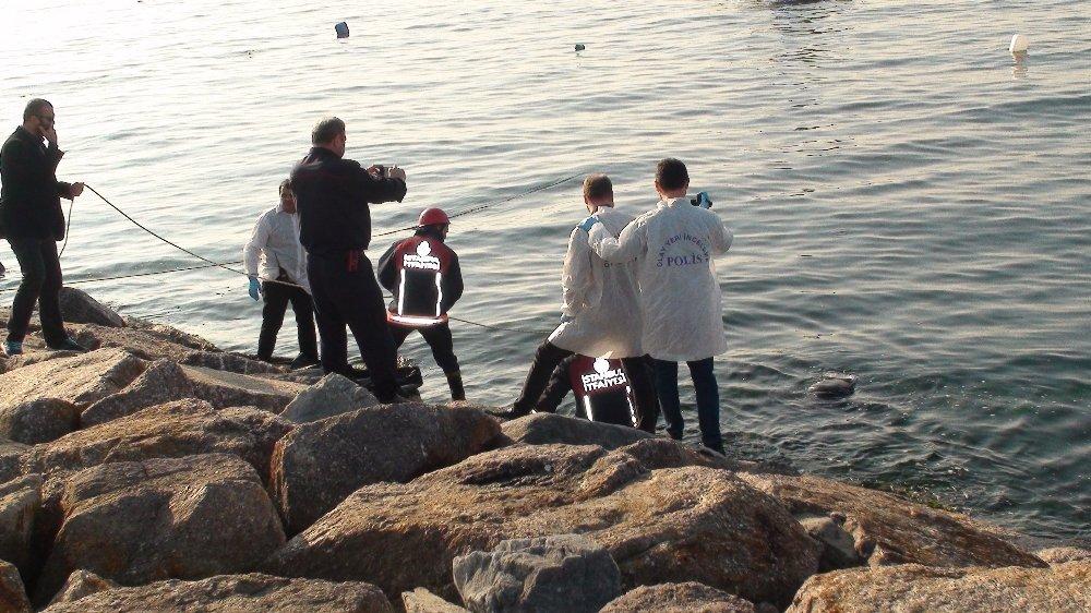 Kartal Sahilinde Kimliği Belirsiz Erkek Cesedi Bulundu