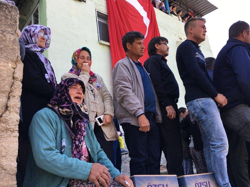 İzmir Şehidine Veda Etti