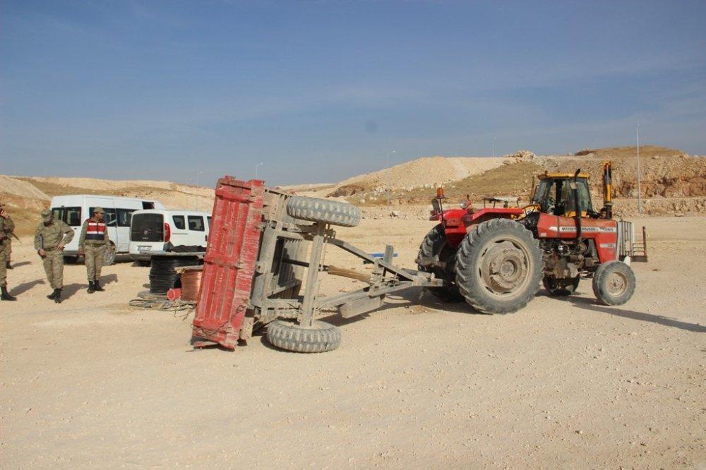 Şanlıurfa'da İşçileri Taşıyan Traktör Devrildi: 8 Yaralı