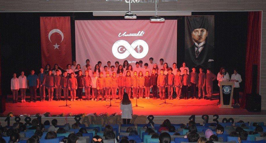 Minik Öğrenciler Atatürk'ü Andı
