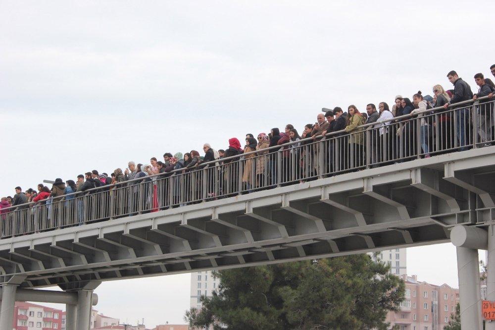 İstanbul'da Kitap Fuarı İzdihamı