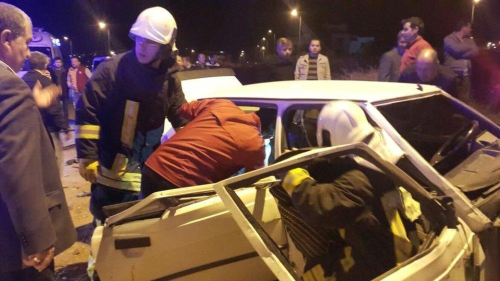 Otomobiller Çapıştı: 1 Ölü, 10 Yaralı