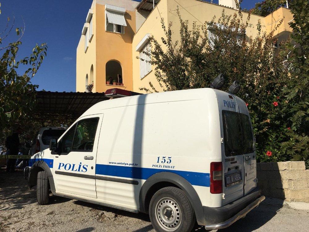 Antalya'da Dehşet: Bir Evden 3 Ceset Çıktı