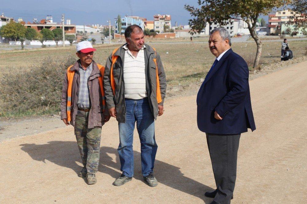 Burhaniye'de Başkan Uysal, Yol Çalışmalarını İnceledi