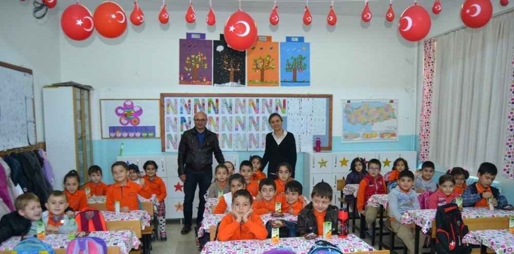 Altınova Belediye Başkanı Oral, Minik Öğrencilerin Dersine Girdi