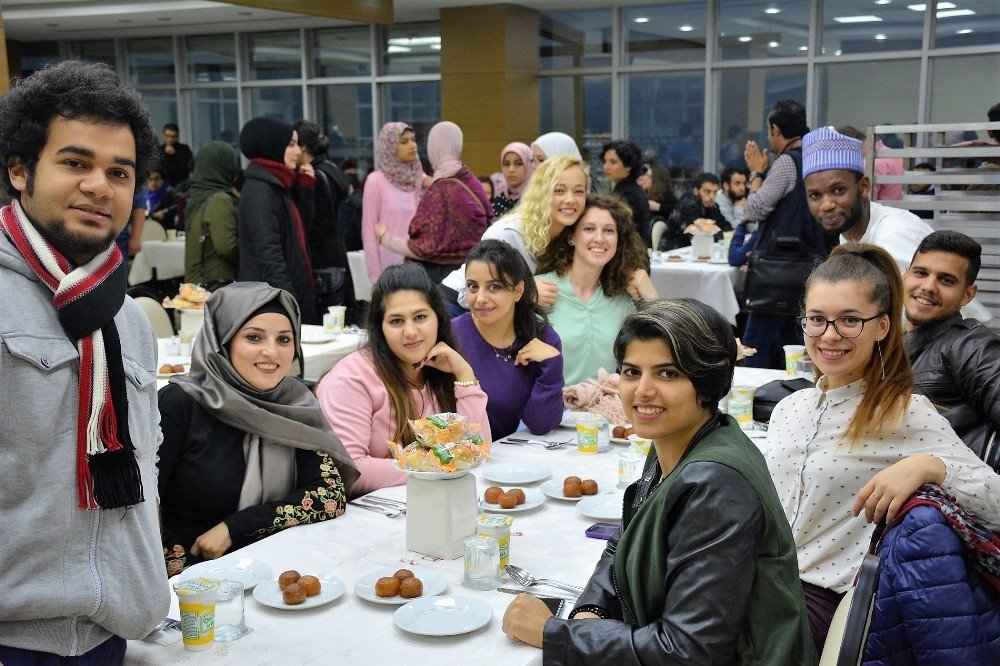 Uluslararası Öğrenciler Yemekte Buluştu