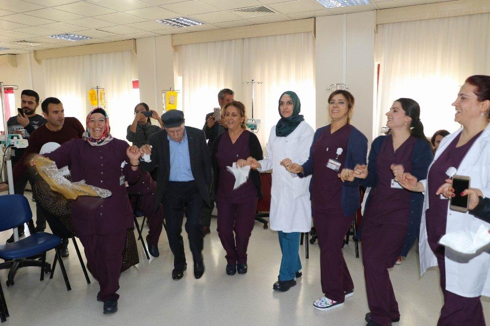 Hastanede Kanser Hastalarına Moral Konseri