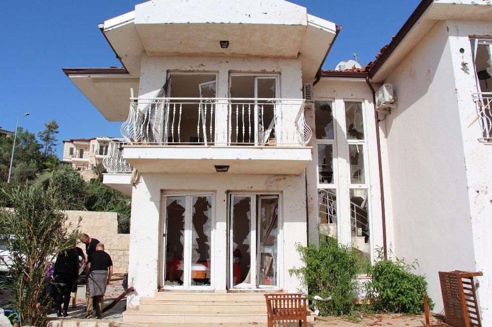 Fırtına Ve Hortum Kaş'ta Villaları Vurdu