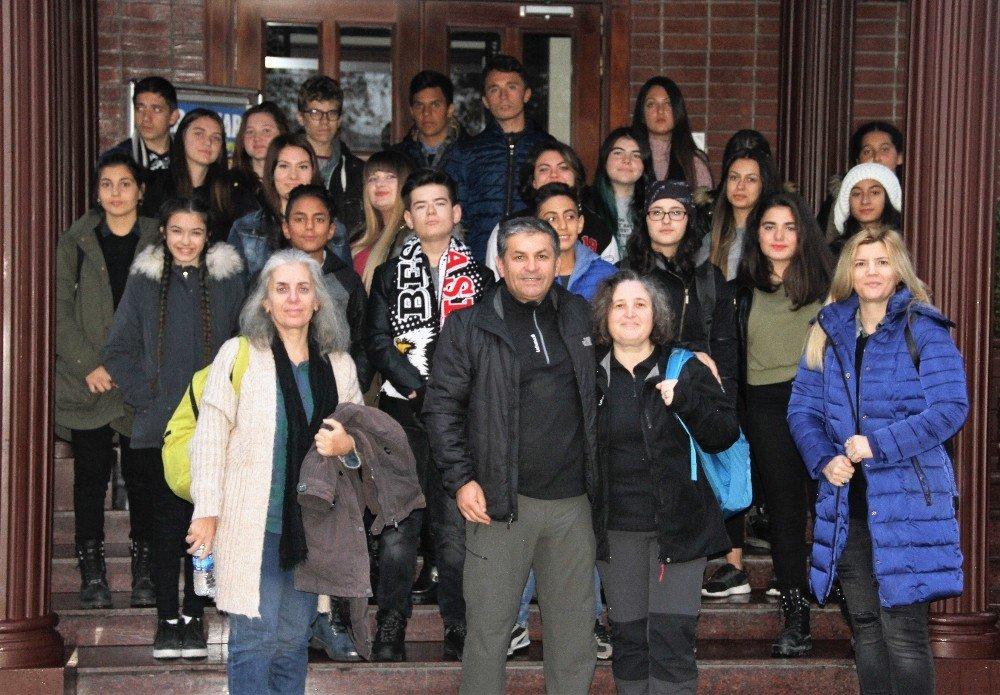 Ayvalık Güzel Sanatlar Öğrencileri, İstanbul Sanat Bienali'ni Gezdi