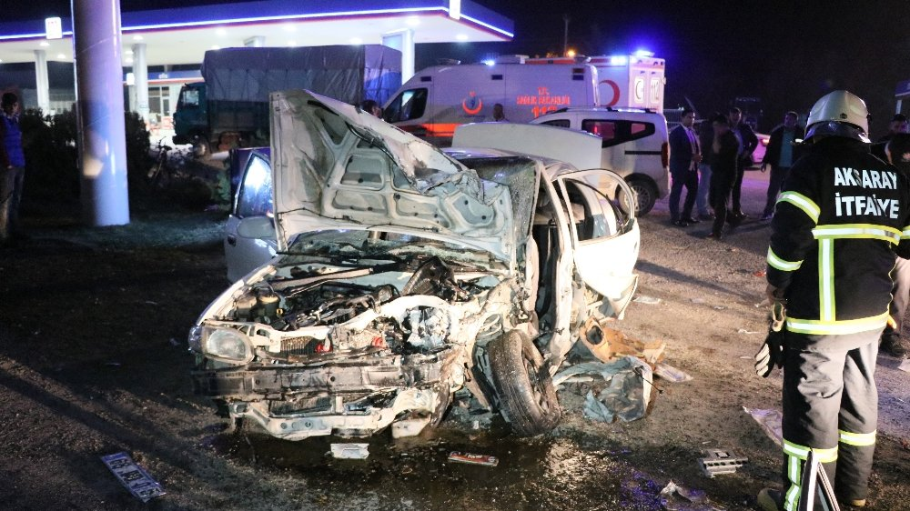Önce Otomobile Sonra Tıra Çarptı: 7 Yaralı