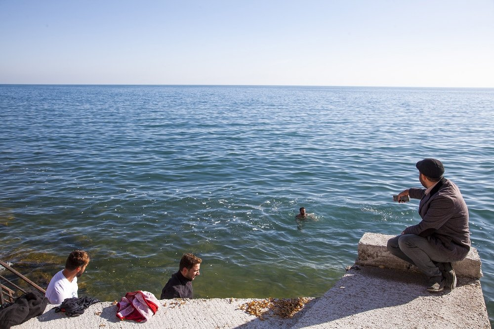 Kasım Ayında Van Gölü'nün Keyfini Çıkartıyorlar
