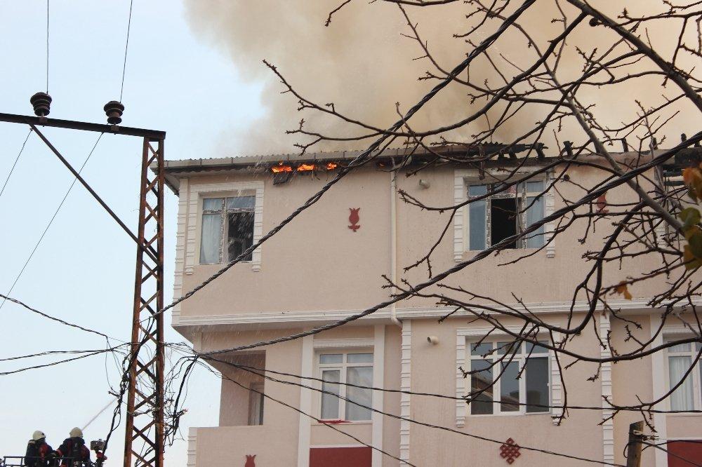 İstanbul'da Korkutan Yangın: Tüp De Patladı !