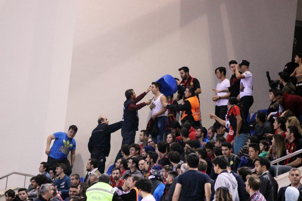 Eskişehir Basket-f.bahçe Doğuş Maçı Öncesi Gergin Anlar