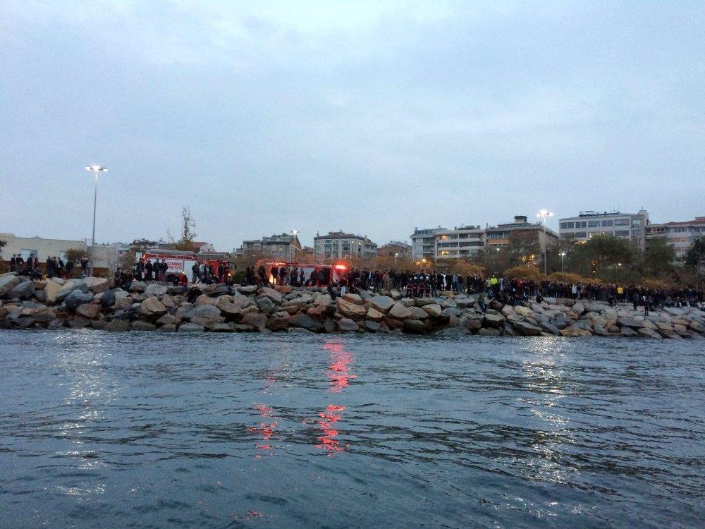 Kadıköy'de Denize Düşen Şahıs Hayatını Kaybetti