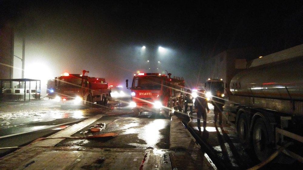 Gaziantep'te bulunan bir sentetik tekstil fabrikasının depo bölümünde henüz belirlenemeyen bir nedenle yangın çıktı. ile ilgili görsel sonucu