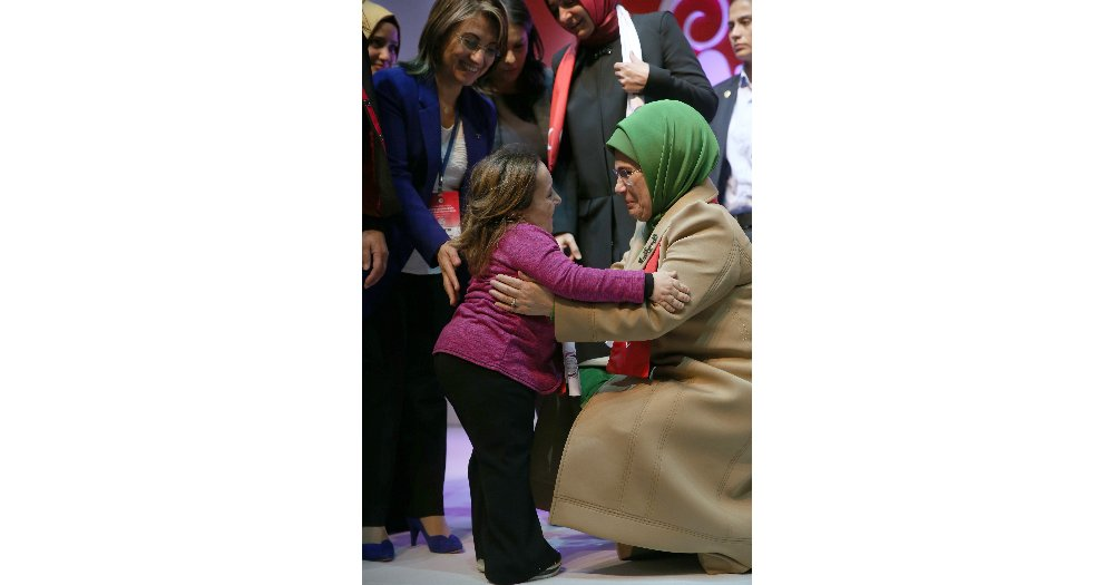 Emine Erdoğan Hak-iş'li Kadınlarla Buluştu