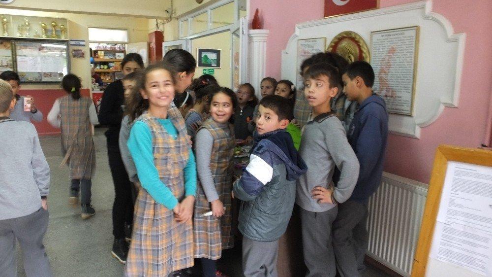 Öğrenciler Lösemili Çocuklar Yararına Satış Yaptılar