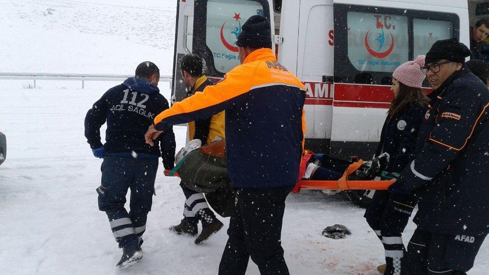 Halk Otobüsü Yan Yattı: 18 Yaralı