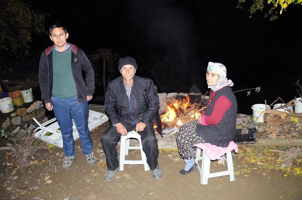 Deprem Tüm Mahallede Hasar Yol Açtı