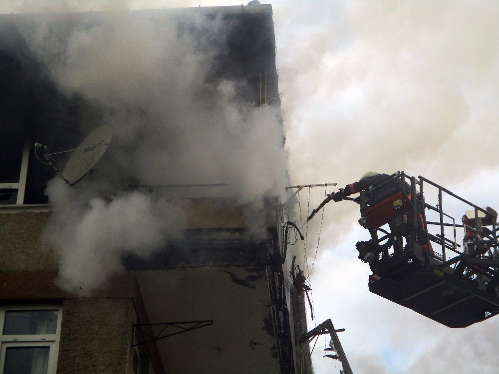 Kadıköy'de Apartman Yangını Paniğe Neden Oldu