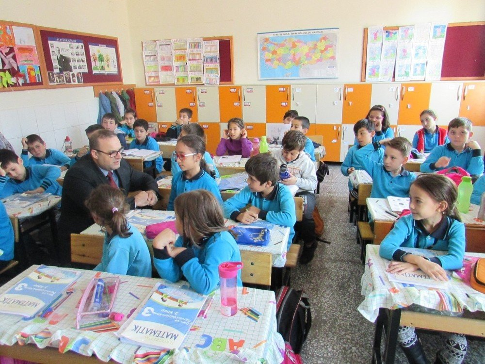 Burhaniye'de Okul Ziyaretleri Devam Ediyor