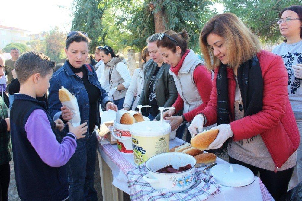 Okul Aile Birliği Sucuk Ekmek Etkinliğiyle Kışa 'Merhaba' Dedi