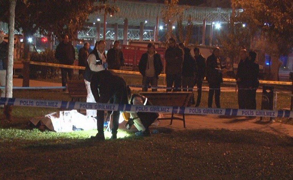 İzmir'de Parkta Oturan Bir Kişi İnfaz Edildi