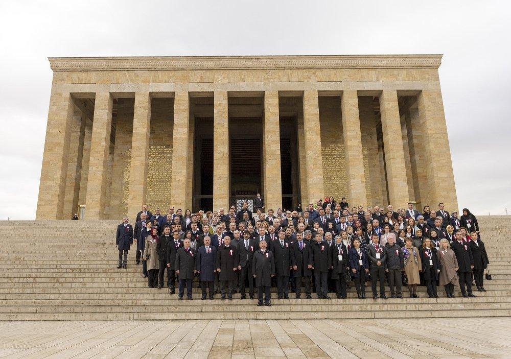 Bakan Yılmaz, Öğretmenlerle Birlikte Anıtkabir'i Ziyaret Etti