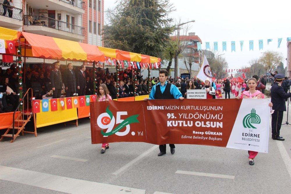 Türk Yıldızları'na Edirne'de Sevgi Seli