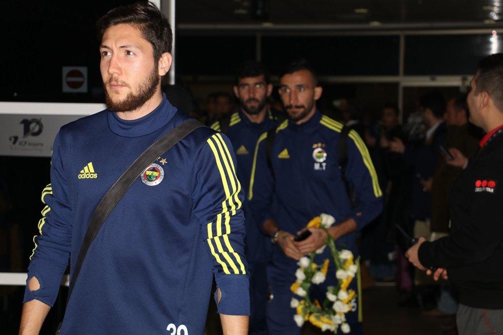 Fenerbahçe'ye Antalya'da Coşkulu Karşılama