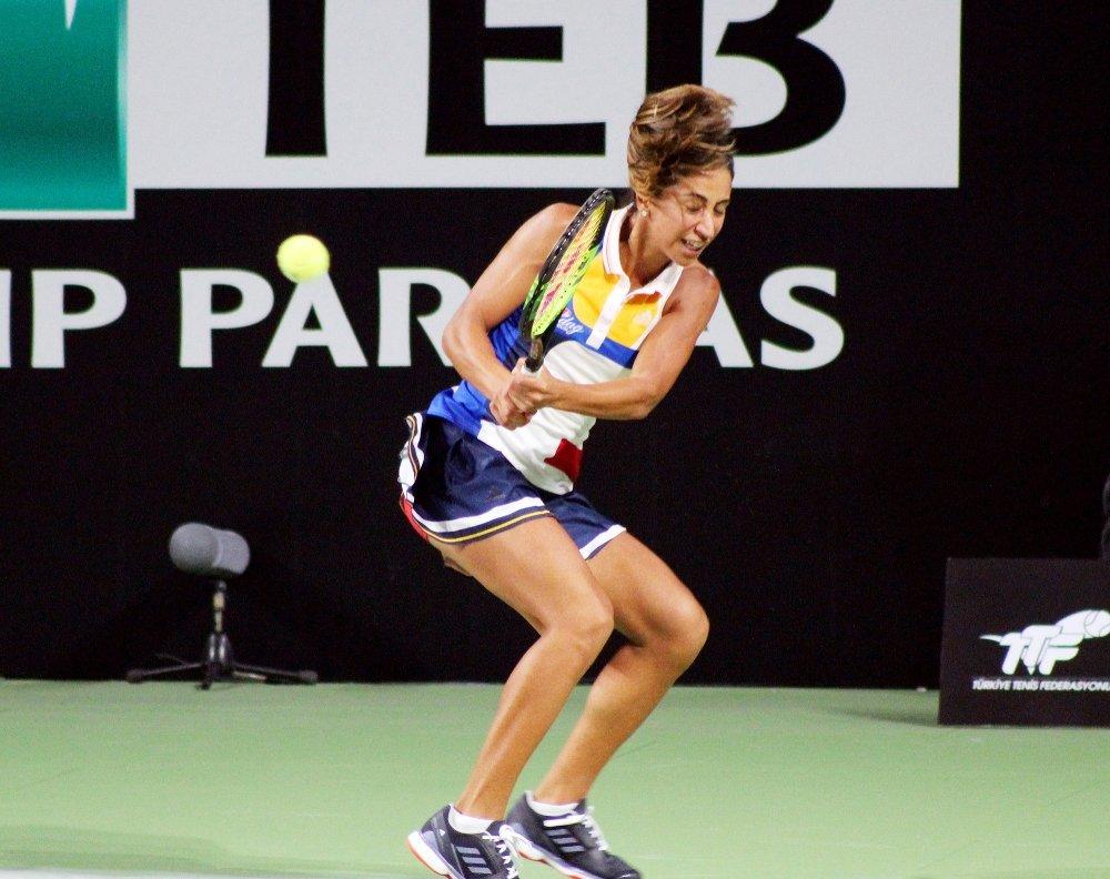 Sharapova Çağla'ya Set Vermedi