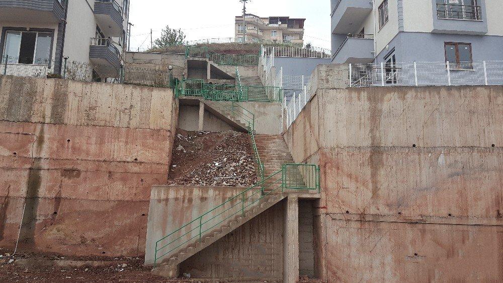 İzmit Belediyesi Çevre Düzenleme Çalışmalarını Sürdürüyor