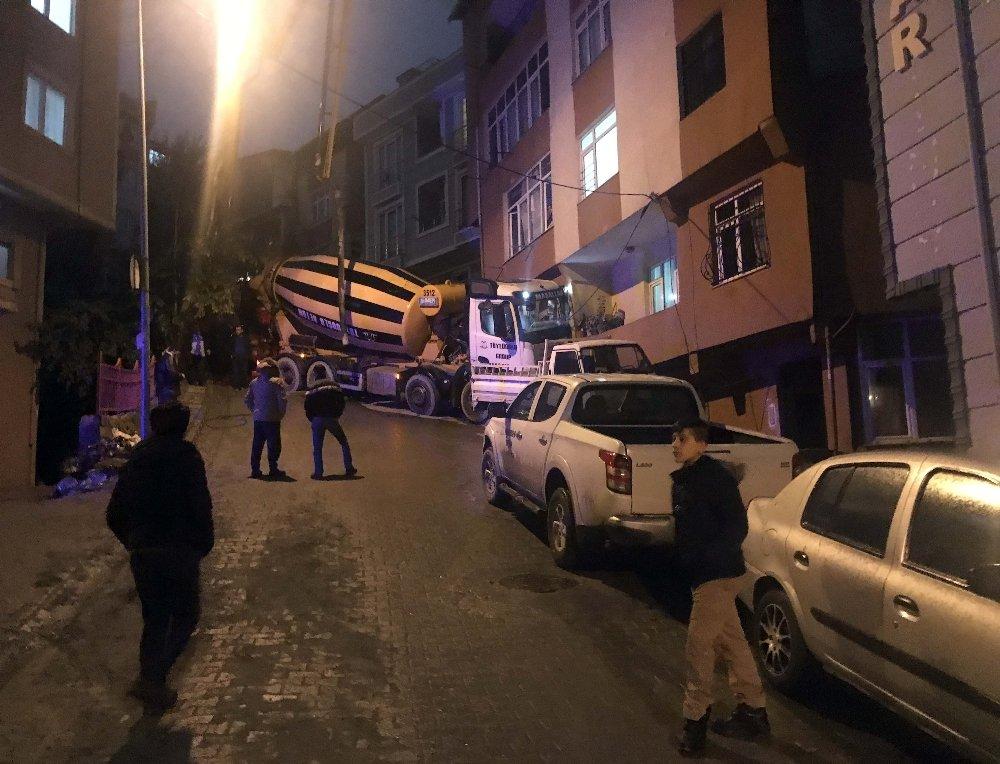 İstanbul'da Beton Mikseri Eve Girdi
