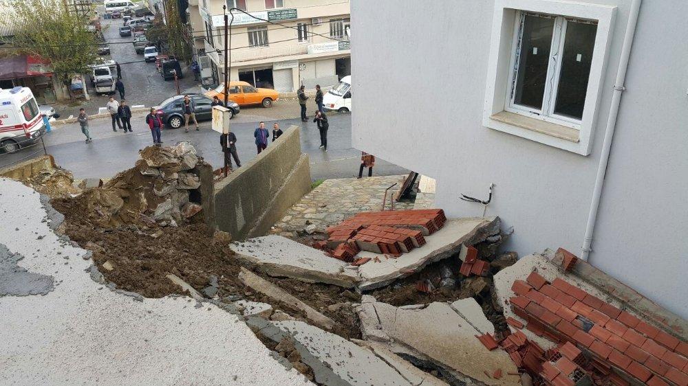Milas'ta Yeni Yapılan Sitenin İstinat Duvarı Çöktü