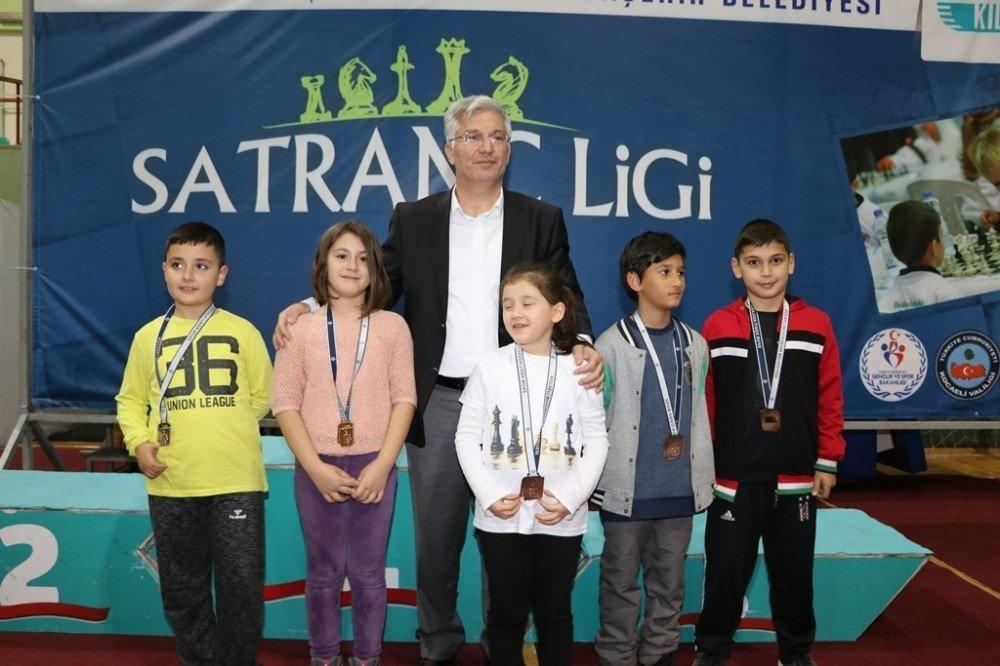 Büyükşehir'in Okullar Arası Satranç Ligi Başladı