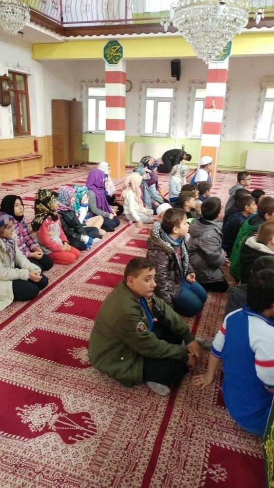 Burhaniye'de Öğrencilerden Cami Ziyareti