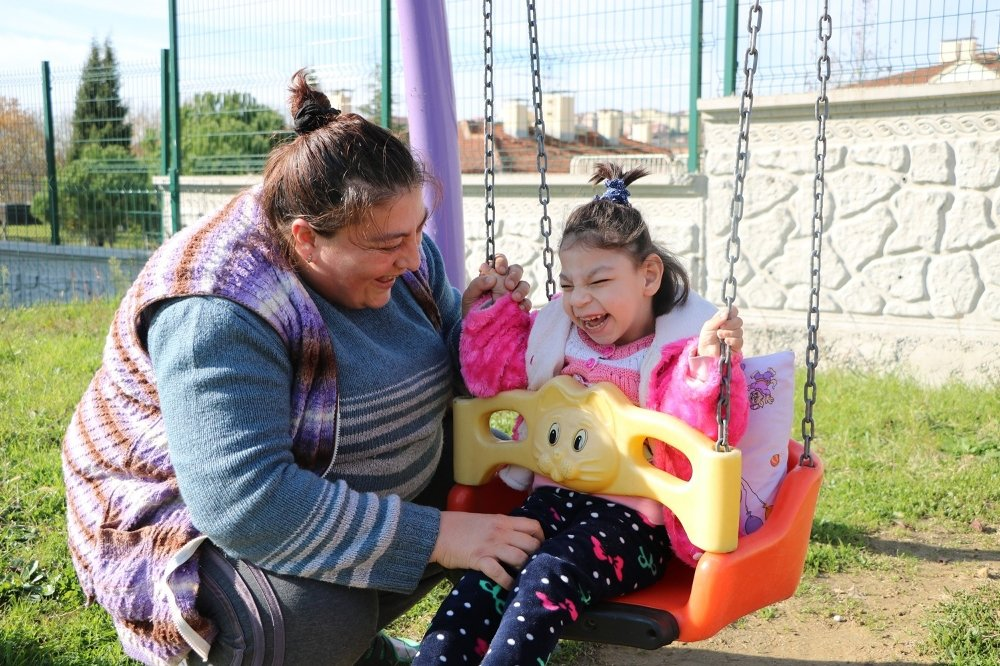 Yüzde 96 Engelli: Minik Elif Yardım Bekliyor